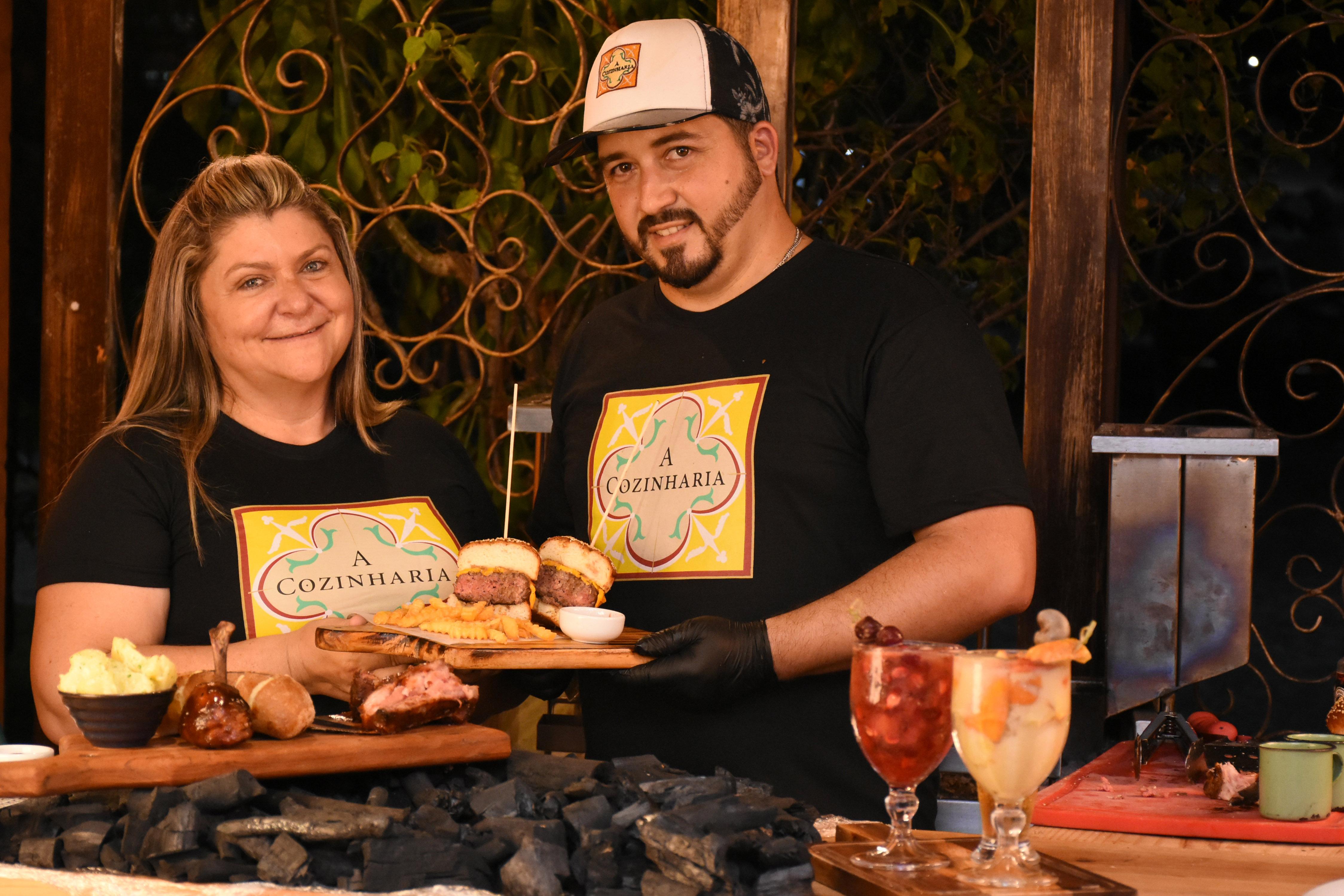 Cacau e Gabriel buscaram especialização nas artes das carnes, fazendo cursos e aplicando técnicas