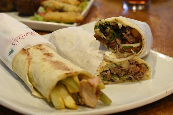 Desejados kebabs estão com uma diversidade de recheios
