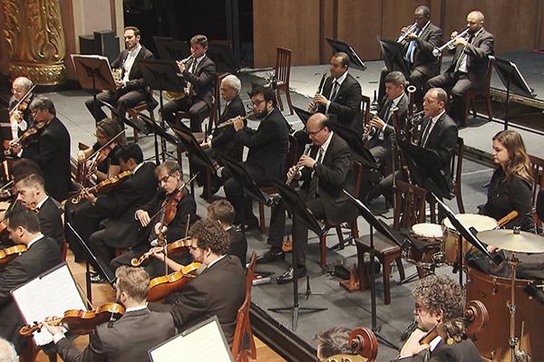 Exibido domingo, recital interpretado pela Orquestra Sinfônica Brasileira tem regência de Lee Mills