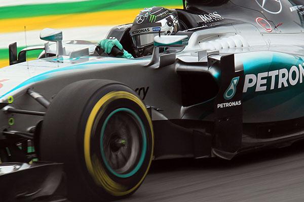 O piloto inglês Lewis Hamilton já conquistou o título por antecipação, mas quer ampliar marcas