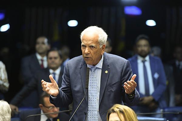 Oriovisto Guimarães aproveitou o parecer para incluir as verbas indenizatórias, como auxílio-moradia, no teto do funcionalismo