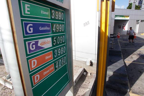 Reajustes no valor da gasolina começaram a ser aplicados em postos de Natal