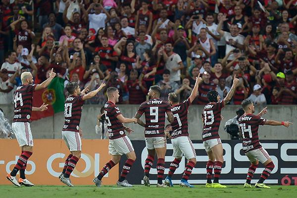 Alegria virou um fato comum para o Flamengo, que se despediu do Maracanã com um espetáculo