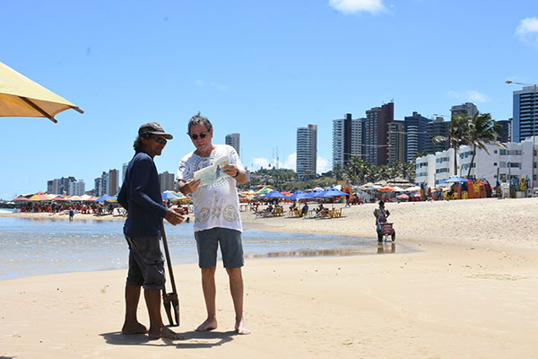 Acreano apaixonado pela Praia do Meio, o escritor Antonio Stélio olha com ternura para a fauna humana popular, folclórica e inspiradora do lugar