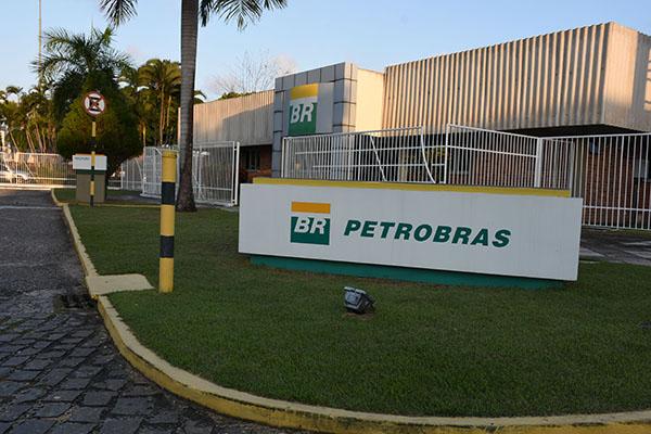 Desde abril deste ano, a Petrobras determinou a hibernação de campos de águas rasas e terrestres
