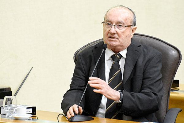 """José Dias considera que a convocação extraordinária é """"absurda�"""
