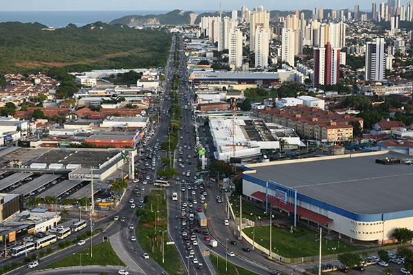 Avenida Roberto Freire