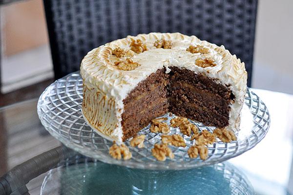 Torta de Nozes é preparada com farinhas alternativas e leite vegetal