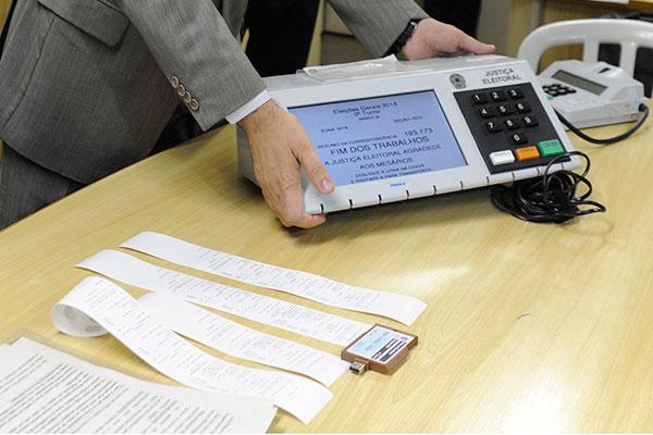 Tribunal Superior Eleitoral pretende adquirir novas urnas eletrônicas para usar na votação deste ano