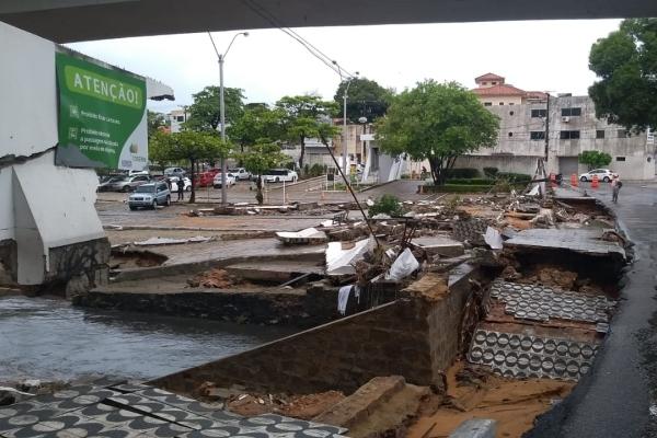 Muro da Cosern desabou por causa das chuvas