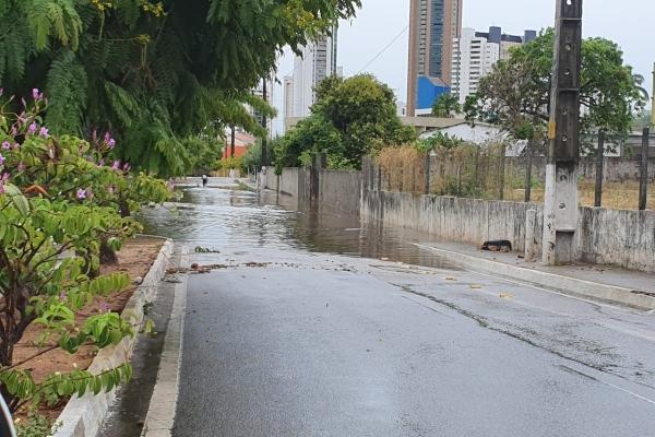 Avenida Beira Rio alagada