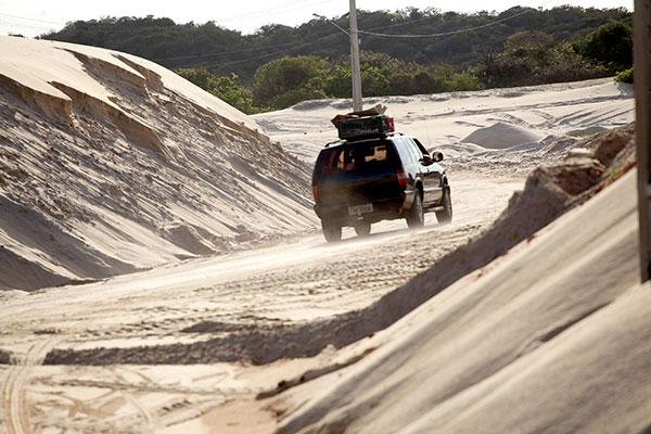 Trechos são mais perigosos devido à quantidade de areia na pista e também nas curvas