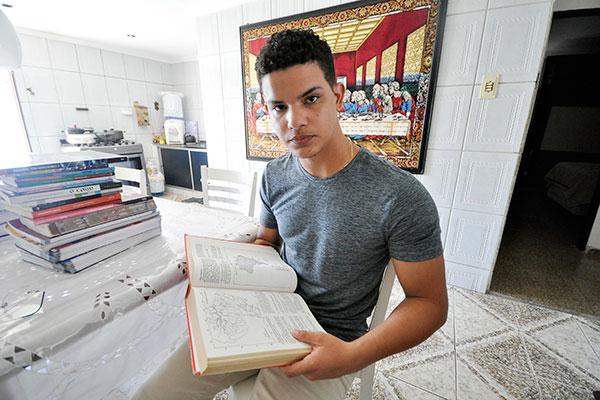 Lucas Nunes, de 18 anos, enxerga que foi a afinidade com a área que determinou suas opções de curso para a Universidade, geografia ou medicina veterinária