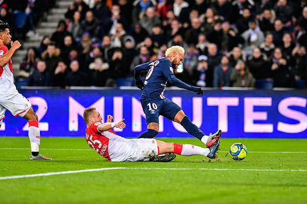 Na rodada de domingo (12) Neymar fez dois gols pelo PSG