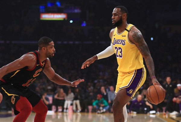 LeBron voltou e comandou vitória dos Lakers sobre os Cavs