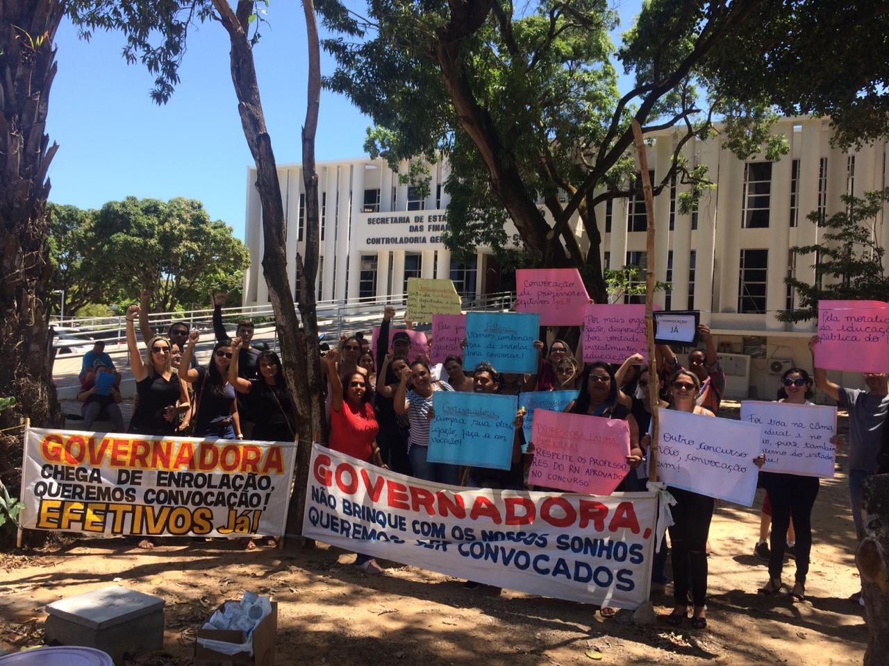 Professores foram à Governadoria para protestar