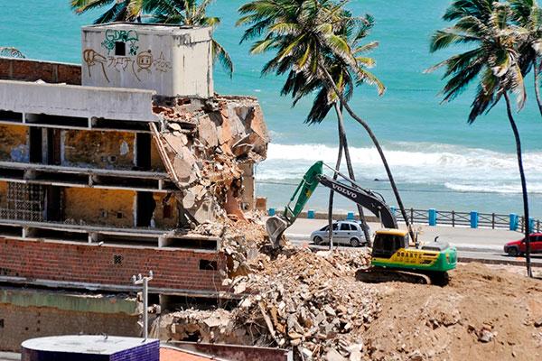 Imóvel onde funcionava o hotel começou a ser demolido no dia 8 de janeiro