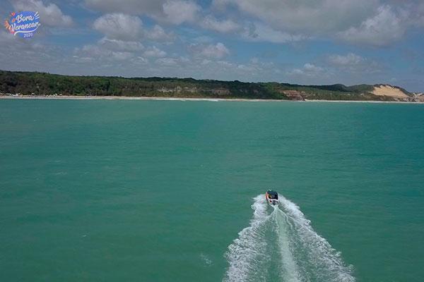 De Pipa a Simbaúma por meio do mar para curtir a enseada dos golfinhos, um convite ao banho e a contemplação da paisagem