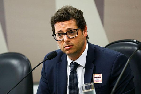 Fabio Wajngarten afirma que não há ilegalidades em ser sócio da empresa e que está afastado