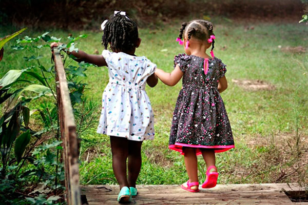 Criança precisa de ambiente aberto para vivenciar o natural