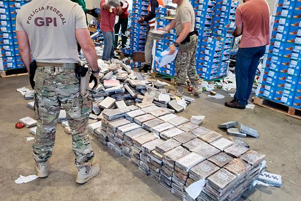 Em uma das primeiras apreensões no Porto de Natal, em 2019, a Polícia Federal encontrou 951 tabletes de cocaína em carga de manga com destino para a Holanda, totalizando 1.038 quilos da droga