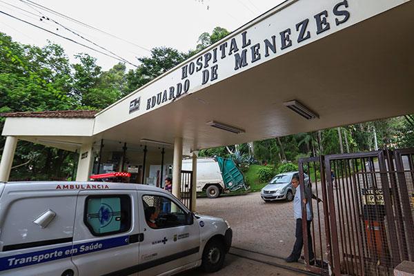 Secretaria de Saúde de Minas Gerais informou que mulher foi internada com sintomas provenientes do coronavírus. Ministério nega
