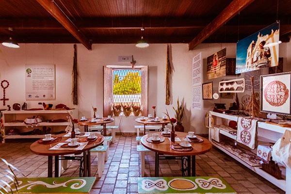 Objetos criados pelos artesãos de São Gonçalo do Amarante decoram e estão disponíveis para venda. Café Colonial já entrou para o roteiro de turismo são gonçalense