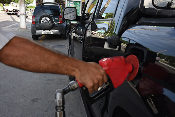 Natalenses estão pagando mais caro pelo litro da gasolina em janeiro em relação a novembro