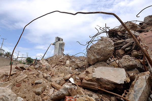 Entulhos da demolição serão enviados para empresa de reciclagem, em Sâo José do Mipibu