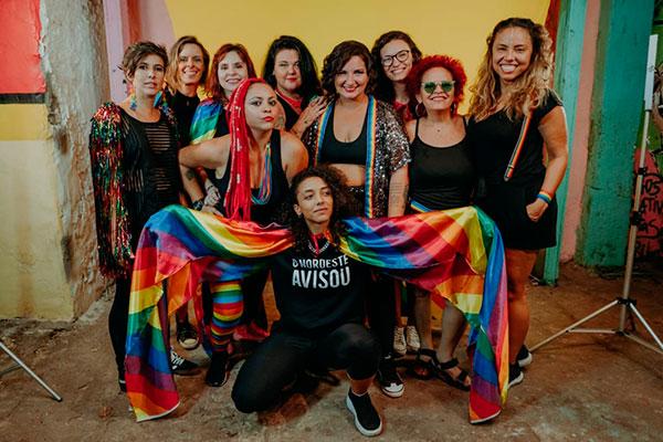 Gravado na quadra da Balanço do Morro, clipe reúne artistas mulheres de diferentes estilos