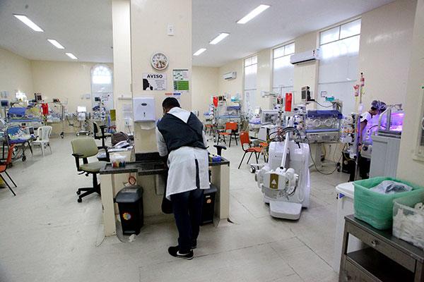 UTI Neonatal da maternidade estava, na tarde de ontem, com os 23 leitos ocupados, sem condições de receber novos pacientes