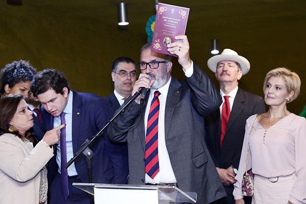 Aroldo Martins formou uma frente parlamentar para defender os interesses dos optometristas, chamados de fisioterapeutas da visão