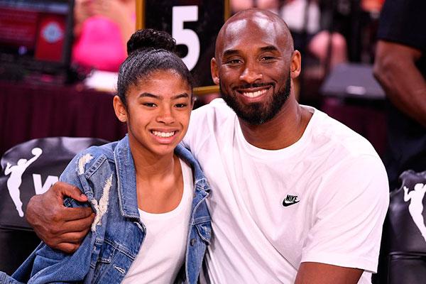 Kobe, a filha Gianna e outras sete pessoas morreram em acidente aéreo no dia 26 de janeiro