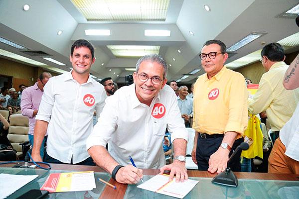 Hermano Morais assina a ficha de filiação ao PSB e tem a pré-candidatura confirmada