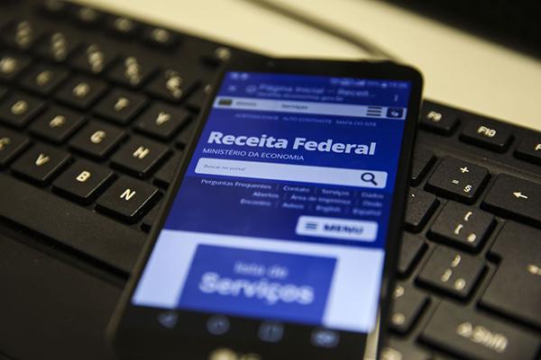 Se a tabela do Imposto de Renda fosse atualizada em sua totalidade, faixa de isenção subiria de ganhos de R$ 1.903,37 para R$ 3