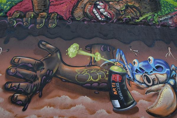 Pescador de caranguejo é homenageado em criativo grafite na av. Felizardo Moura, no Bairro Nordeste. Mural faz parte de política de editais do grafite em Natal