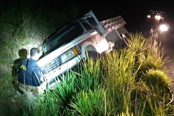 Caminhão recuperado pela Polícia Rodoviária Federal