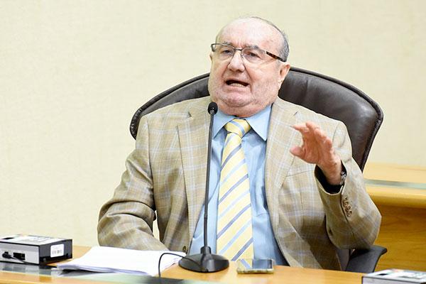 José Dias anuncia que vai votar favorável ao projeto de reforma