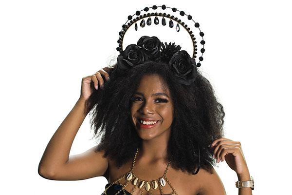 Mais uma peça da coleção Íris, com coroa e colar para usar com body