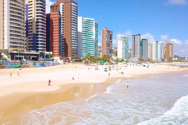 Um banho de mar agradável no centro de Natal é a praia de Areia Preta