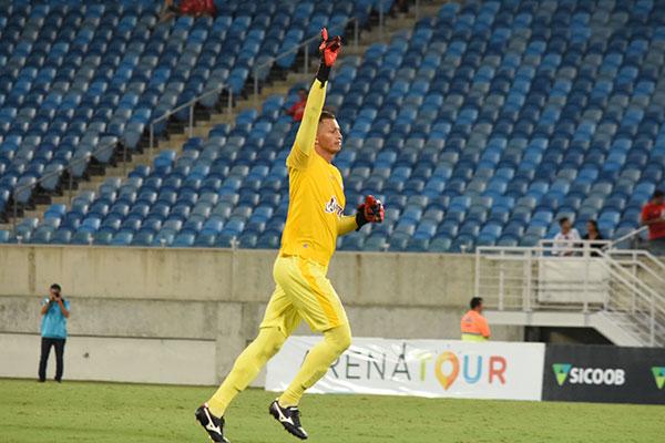 O goleiro Ferreira (Severino) fez seu primeiro gol na carreira e recebeu aplausos até dos rivais