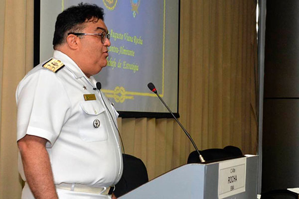 Almirante Flávio Rocha, que até então era o comandante do 1º Distrito Naval, recebeu a missão de ajudar coordenar ações do governo