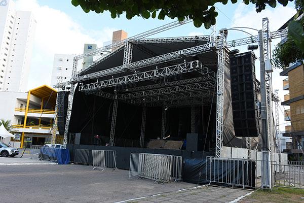 Palco do pólo Ponta Negra, um dos maiores da estrutura do carnaval em Natal, já está pronto para receber os shows a partir da sexta-feira