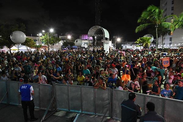 As festas realizadas nas ruas precisam de licença de uso de espaço público e as fechadas têm que obter autorização ambiental