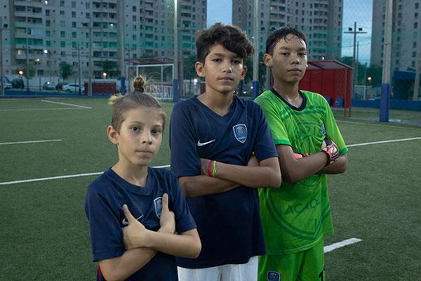 Lowen Tamberg, Pedro Ivo e Fellipe Dantas vão disputar o PSG Academy Cup na França
