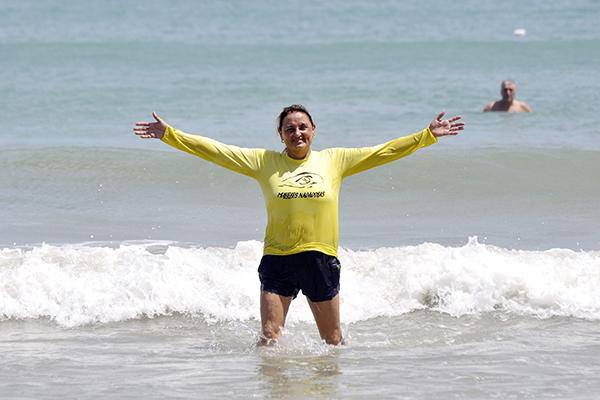 Madalena Nunes nada há 53 anos e coleciona medalhas em casa