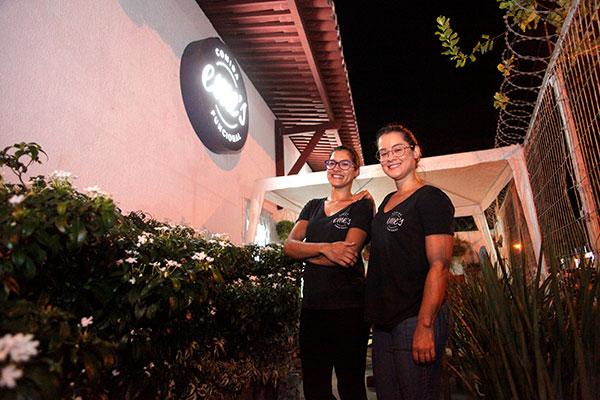 A Eme's é criação de Mila e Mari Borges, duas confeiteiras que pensaram no paladar de quem possui restrições alimentares