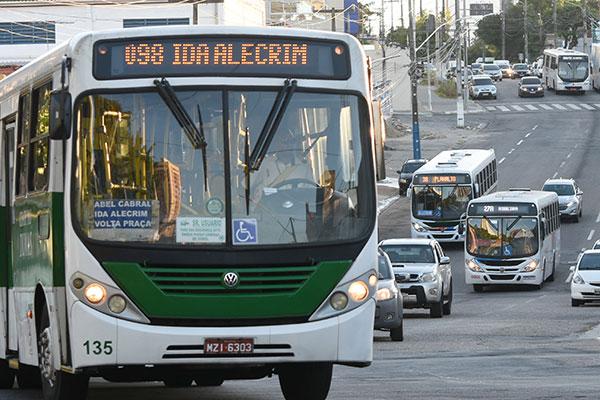 Valor atual da passagem de ônibus da cidade é de R$ 4,00 e chegou a ter reajuste de 8,75%, mas revogado pela própria Prefeitura