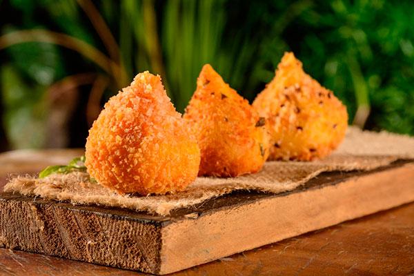 Coxinhas com recheios diversos para degustar em rodízio