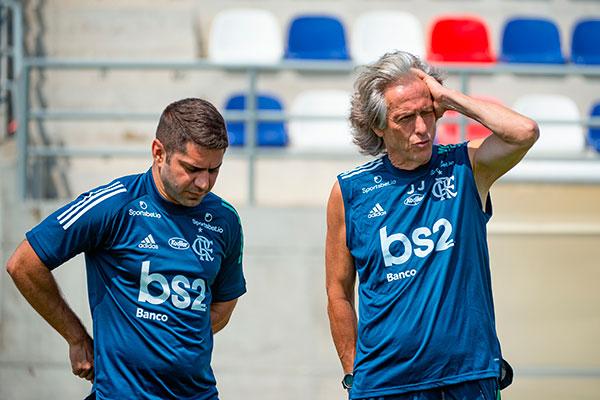 O treinador do rubro-negro carioca tratou com naturalidade uma eventual redução no seu salário